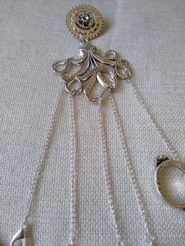 Octopus chatelaine