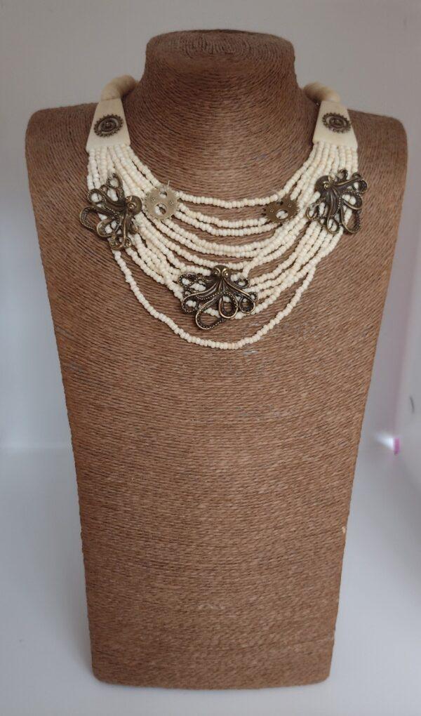 octopus necklace cream